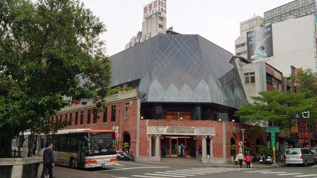 台中市熱門景點「宮原眼科」喝奶茶.吃冰淇淋趣