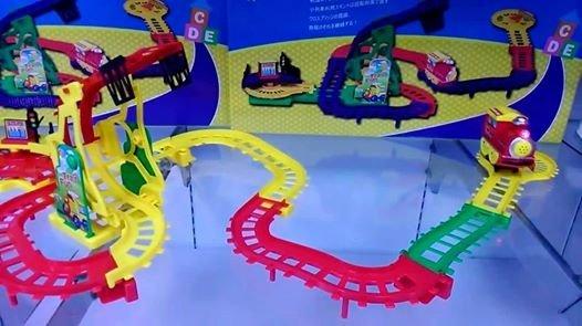 $290 明治聲光軌道車玩具(火車頭會發出,火車聲,有燈光)