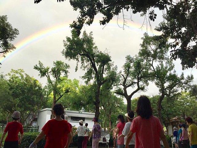 舞在彩虹裡